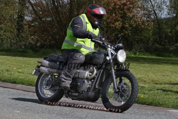 050416-triumph-scrambler-spy-photos-KGP-1