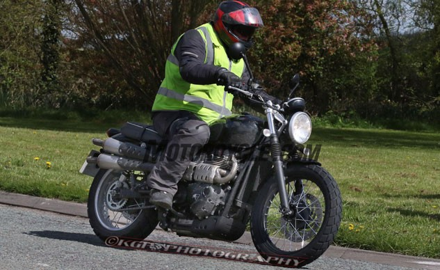 050416-triumph-scrambler-spy-photos-KGP-f