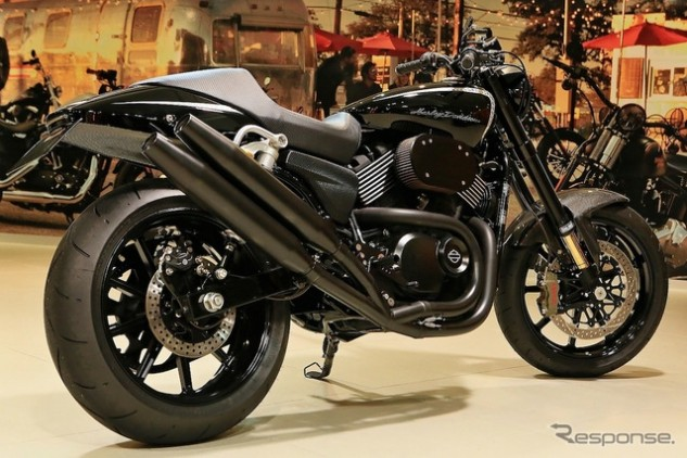 This entry from Harley of Shinjuku won the Japan Battle of the Kings, looking only slightly but expensively reworked with Sweden's finest suspension, aftermarket wheels, a big Brembo brake and tasty (some would say obnoxious) dual exhaust pipes.