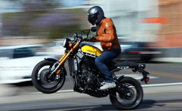 051716-2016-yamaha-xsr900-video-review-f