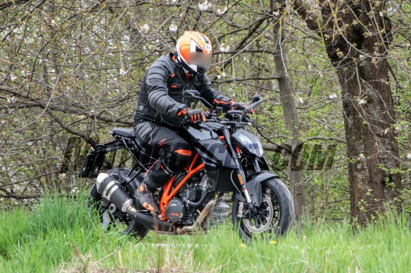 051716-spy-photos-KTM-1290-Super-Duke-Update-02