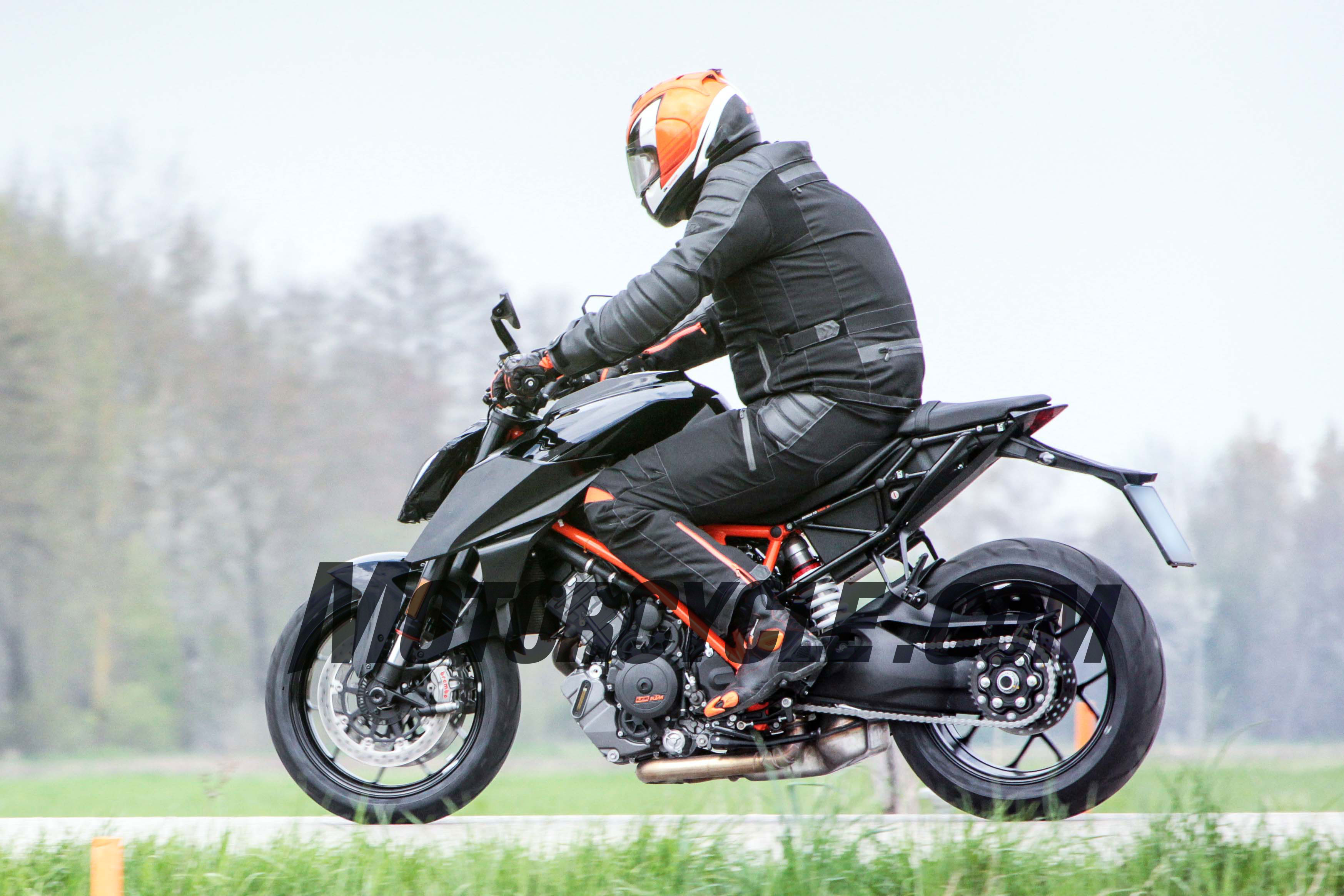 2017 ktm 1290 super duke r spy shots. Black Bedroom Furniture Sets. Home Design Ideas