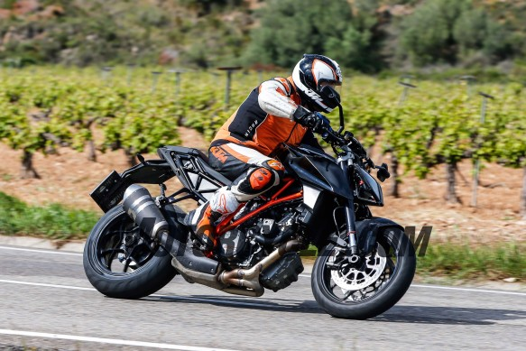 051716-spy-photos-KTM-1290-Super-Duke-Update-12