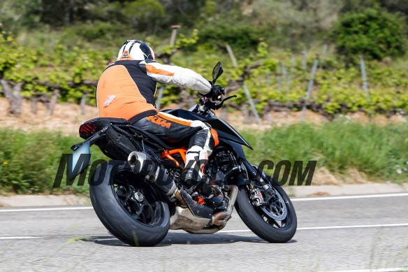051716-spy-photos-KTM-1290-Super-Duke-Update-17