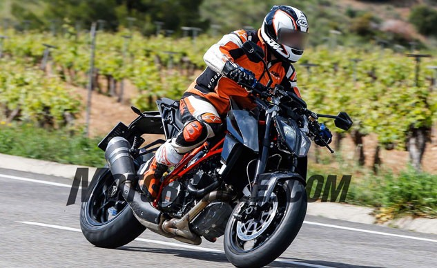 051716-spy-photos-KTM-1290-Super-Duke-Update-f