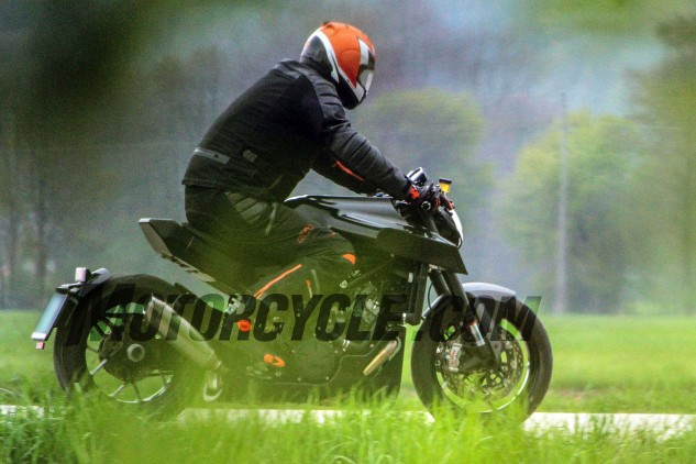 051816-spy-photos-Husqvarna-1301-Power-Cruiser-02