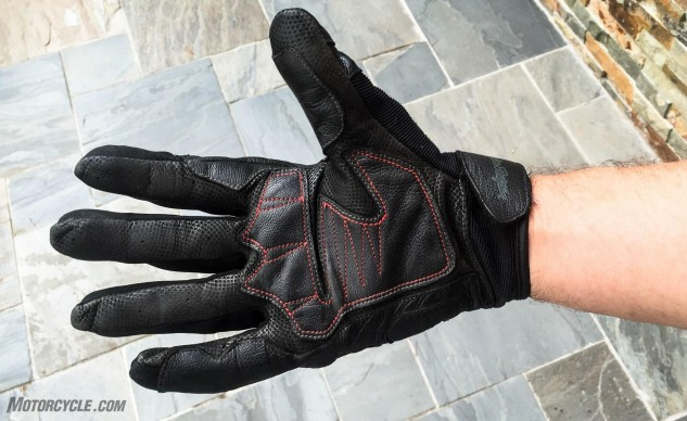 Supple and sturdy goatskin leather keep the palm thin and comfortable while protecting from abrasion.