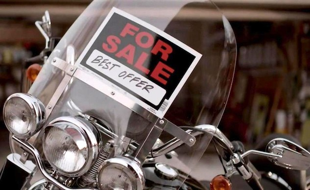 060916-top-10-tips-selling-motorcycle-00-for-sale-sign