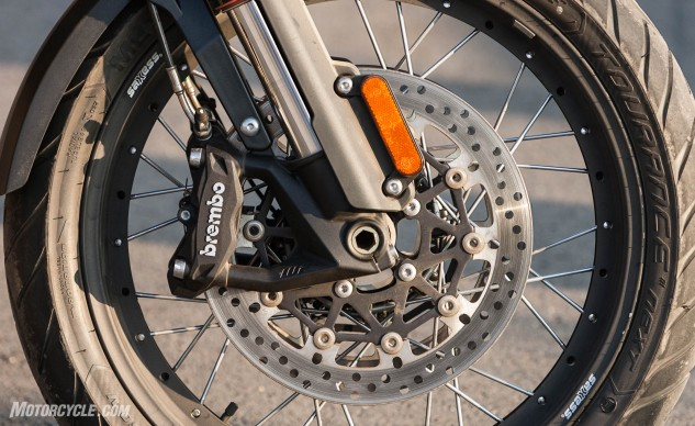 Brembo 4-piston monoblock calipers feature cornering ABS. The spoke design of the wheels allows for the use of tubeless tires.