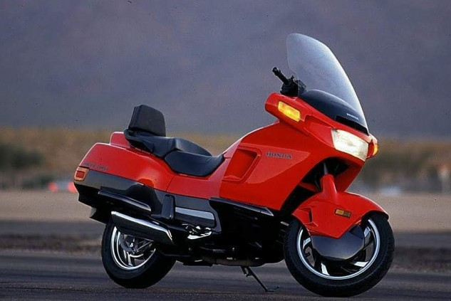 Back in the day, I remember this thing being huge in my FZR1000 mirrors on some curvy road, but damned if I could shake Vreeke...