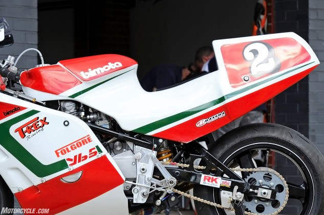 The rear shape of the fuel tank cover stops the rider fully getting forward on the bike but is an original character of the YB5, so Rex is undecided whether to remove it or not.