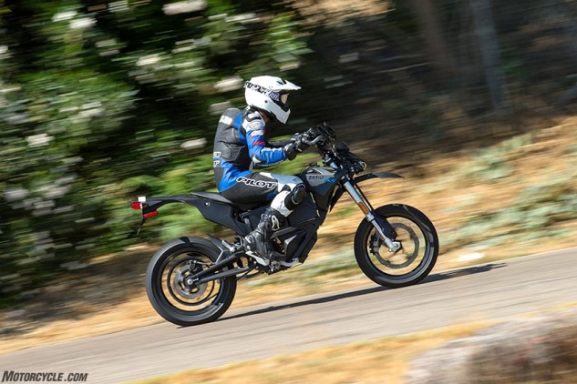 Full-throttle blasts require maximum output from both the batteries and the motor, generating heat. After a few laps the heat would take its toll on the FXS, but the drop in performance is much less pronounced than before.