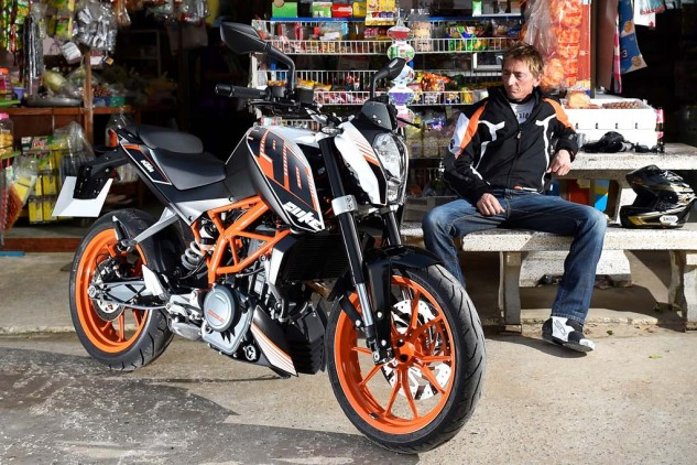 080516-mobo-2016-lightweight-entry-level-ktm-390-duke