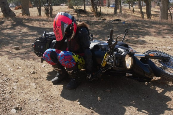 081216-rawhyde-adventures-image04-lifting-motorcycle