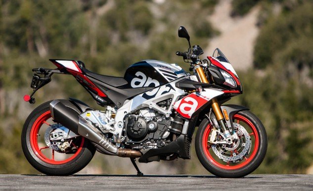 081516-2016-streetfighter-shootout-aprilia-tuono-v4-1100-factory-2