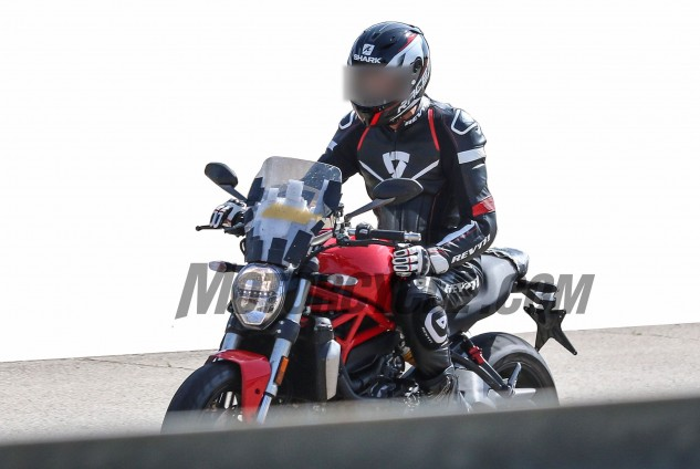 082616-bmh-images-spy-photos-Ducati-Monster-1200-Strada-002