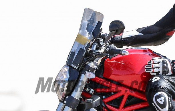 082616-bmh-images-spy-photos-Ducati-Monster-1200-Strada-windscreen-detail