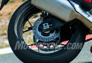 091416-2017-honda-cbr1000rr-spied-rear-wheel
