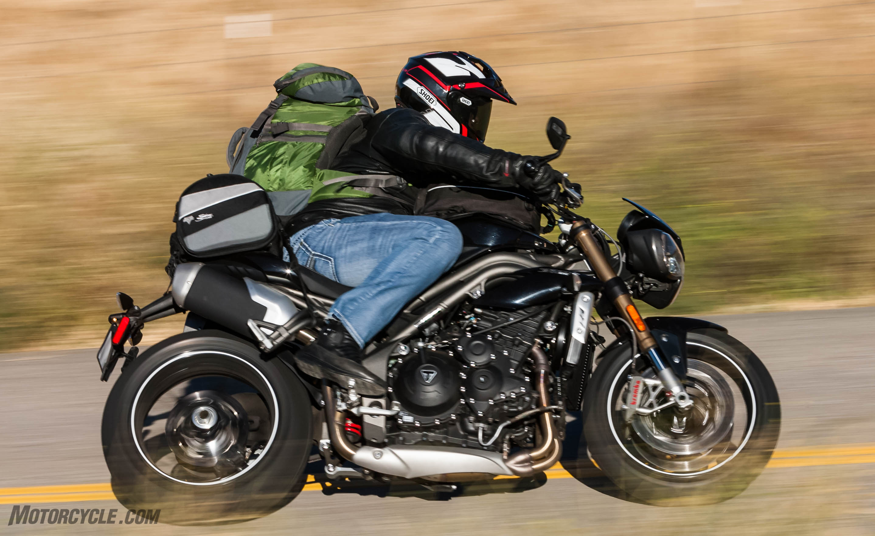 100316 2016 Streetfigther Spec Shootout Triumph Speed Triple R