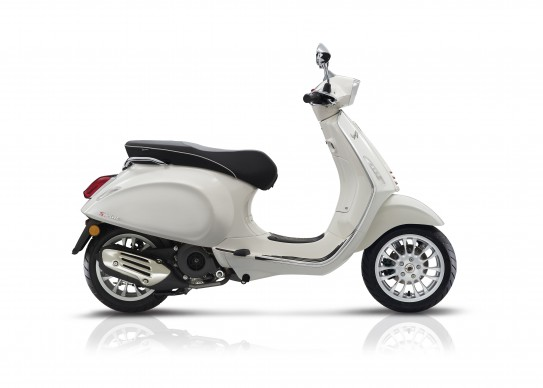100516-2017-Vespa sprint125white abs_latdx_bianco