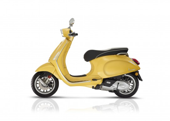 100516-2017-Vespa sprint_125_yellow_Latsx_bianco