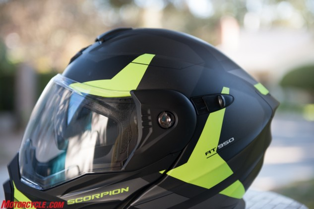 A huge eye port makes for great visibility, which comes in handy in all situations, but especially off-road. The sliding tab behind the side pod operates the SunVisor, while a closer look at the side pod reveals the screw needed to replace or remove the shield.