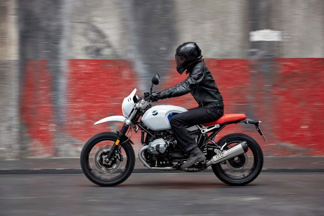 110816-2017-bmw-r-ninet-urban-gs-P90235417_highRes