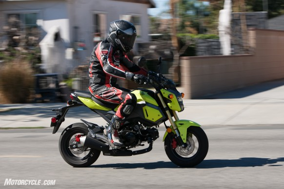 112516-125cc-shootout-Little-Bikes-Street-Honda-Grom-Action-2289