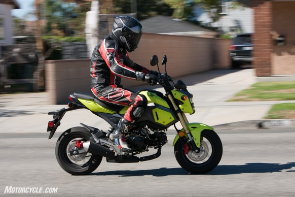 112516-125cc-shootout-Little-Bikes-Street-Honda-Grom-Action-2290