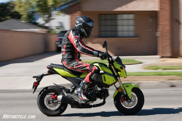 112516-125cc-shootout-Little-Bikes-Street-Honda-Grom-Action-2291