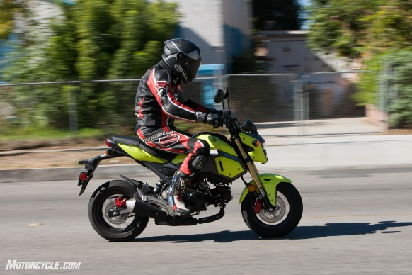 112516-125cc-shootout-Little-Bikes-Street-Honda-Grom-Action-2323