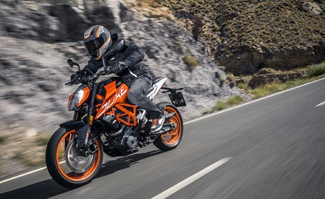 2017_KTM_390DUKE_Action_9_feature