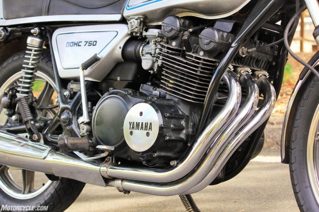 The XS750D was painted silver with silver wheels, and it would be the only version with the slinky 3-into-1 exhaust layout before transitioning to the 2D model with a 3-into-2 system.