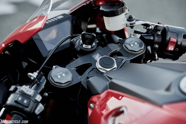 The cockpit of the standard 1000RR greets you with an informative and clear TFT display. In front of that is the familiar sight of Showa's Big Piston Fork. To the right sits the starter, encased in the housing for the throttle position sensor. Lastly, to the left lie the buttons to toggle through the menu settings to make changes.