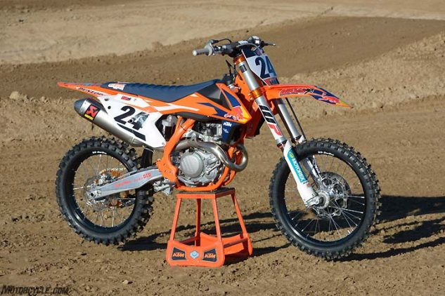 The 2017 KTM 450 SX-F Factory Edition boasts exclusive features such as an Akrapovic muffler, orange-anodized hardware, an orange frame, a Sell Dalle Valle saddle and factory race team graphics. The accessories push the price tag of the KTM up to $10,399.