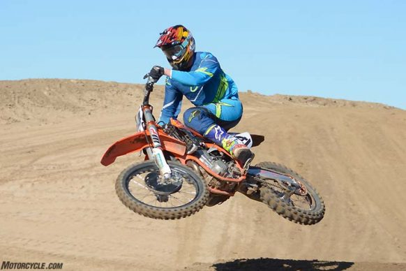 020817-450cc-motocross-shootout-2017-ktm-450-sx-f-factory-edition-g-02-05-2017
