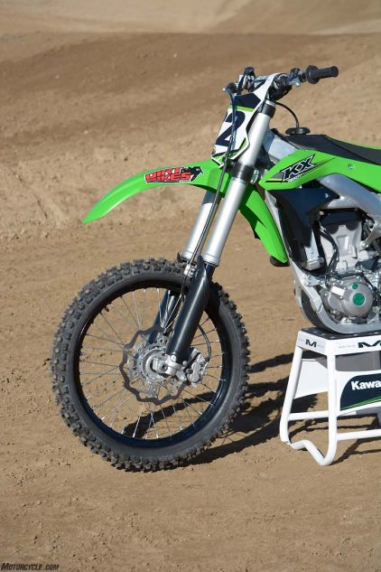 Kawasaki fits the KX450F with a 49mm Showa Separate Function Fork with three air chambers. The SFF-TAC is revised for 2017 by a swap of the inner and outer chamber filler valves and slightly different valving.