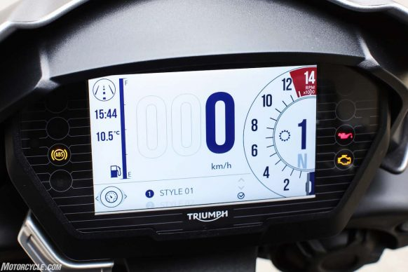 021617-2017-triumph-street-triple-rs-765-st765_dash025