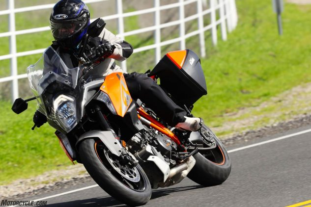 022717-dunlop-roadsmart-iii-performance-touring-ktm-super-duke-gt-front
