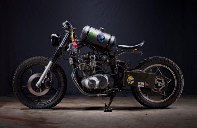 The People's Choice winner of the show was Mrs. Frankenstein, a Suzuki GS450 that was transformed into this ratbike built by Amy Mulligan from Mojave Desert, California.