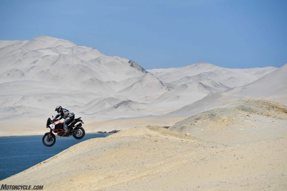 030817-2017-ktm-1290-super-adventure-r-_mc54160