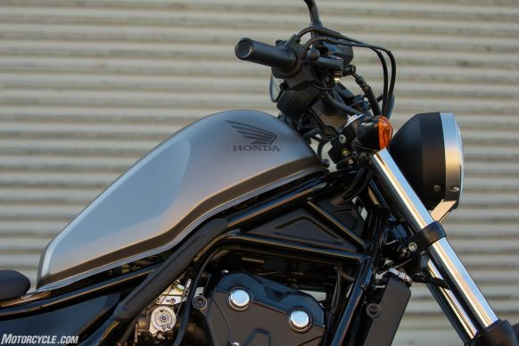 033117-2017-honda-rebel-500-wing7298