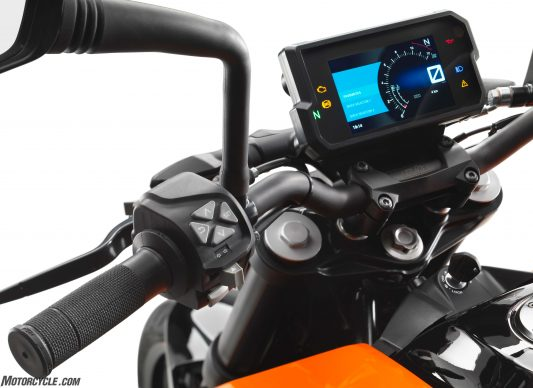 041017-2017-ktm-390-duke_menu-switch
