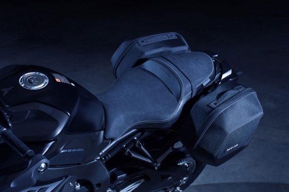 042517-yamaha-mt-10-tourer-edition-luggage