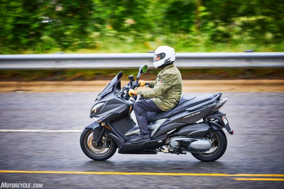 053117-2018-kymco-xciting-400i-action-7