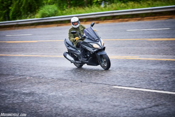 053117-2018-kymco-xciting-400i-action-8