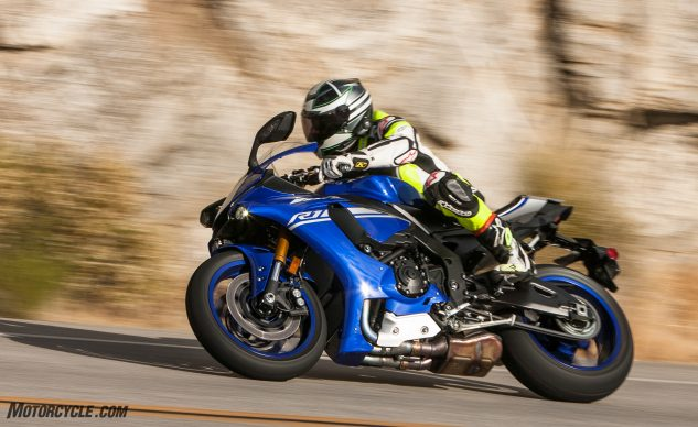 060817-2017-superbike-shootout-yamaha-r1-8136