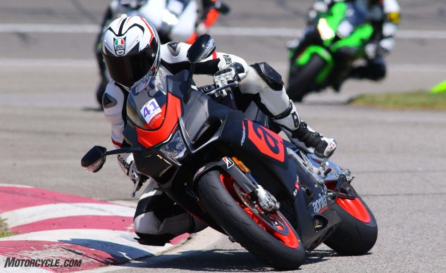 062327-2017-shootout-superbike-track-group-04