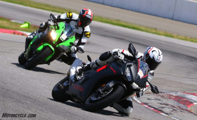 062327-2017-shootout-superbike-track-group-0434