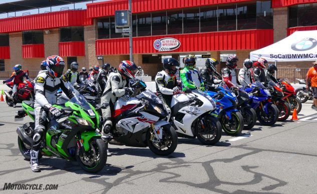 062327-2017-shootout-superbike-track-group-1120391